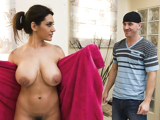 Motherlover big tits brunette