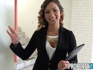 PropertySex Beautiful Agent Fucks Home Owner to Sign Agreement hardcore point of view